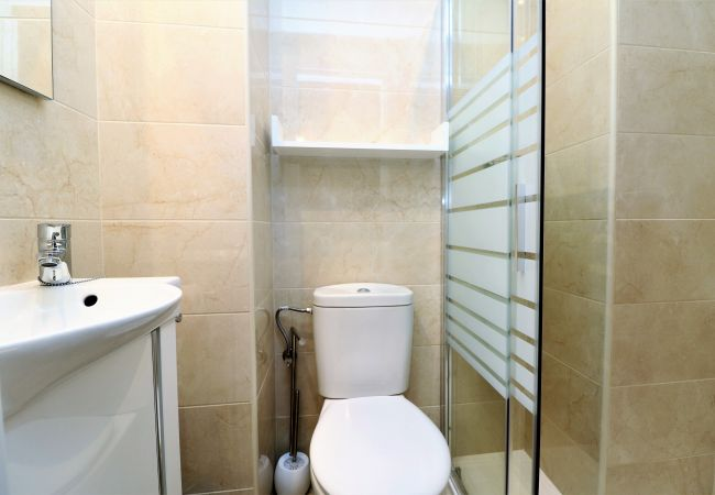 Apartment in Benidorm - Los Pinos 9B